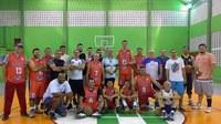 Equipe de Basquete da antiga ETFAM se reúne para homenagear professor de Educação Física