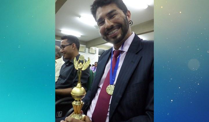 Professor do IFAM CCO recebe homenagem em prêmio municipal