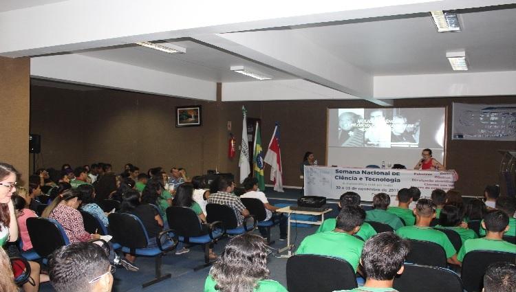Conferência de abertura no CETAM com a Profa. Dra. Rita Machado (CEST-UEA)