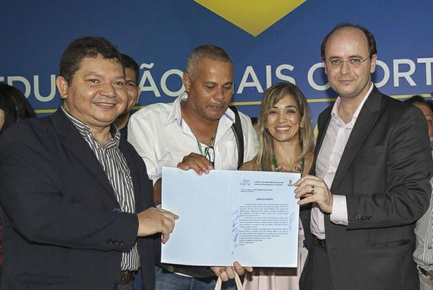 Carta da Amazônia é entregue ao ministro da Educação